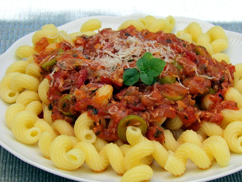 Pasta with Tuna and Olive Sauce