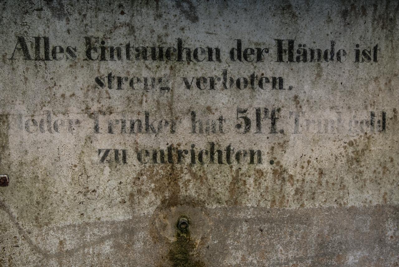 Alles Eintauchen der Hände ist streng verboten