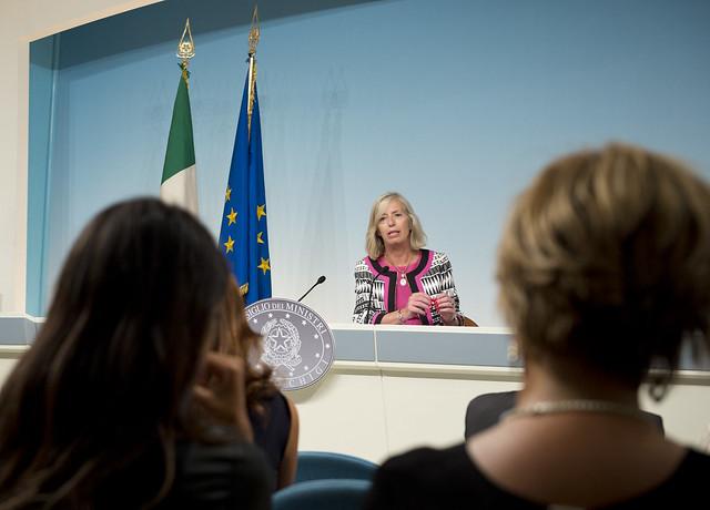 Aprono le scuole in 15 regioni. Renzi a Palermo tra applausi e contestazioni