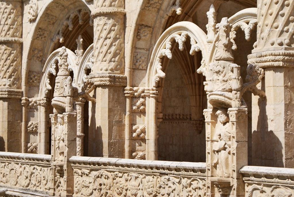 Détails des sculptures du cloître du monastère Hieronymites à Lisbonne.