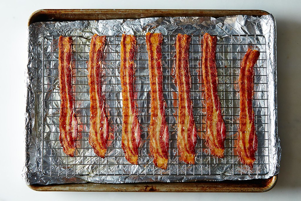 how to keep bacon from splattering in oven