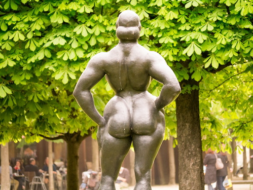 Butt Statue in Paris