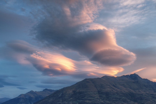 sunset red sky cloud sun lake clouds canon eos queenstown lenticular remarkables ef tekapo 6d 24105 lenticularis