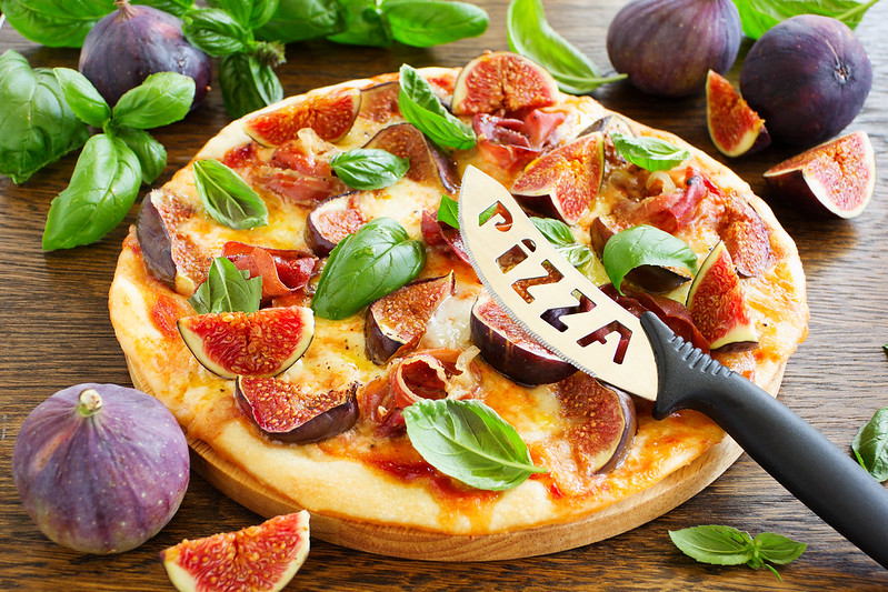 Pizza with figs, prosciutto and mozzarella.