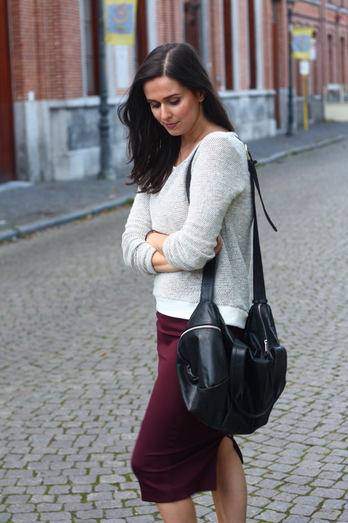 outfit vero moda sweater pencil skirt leather duffel bag