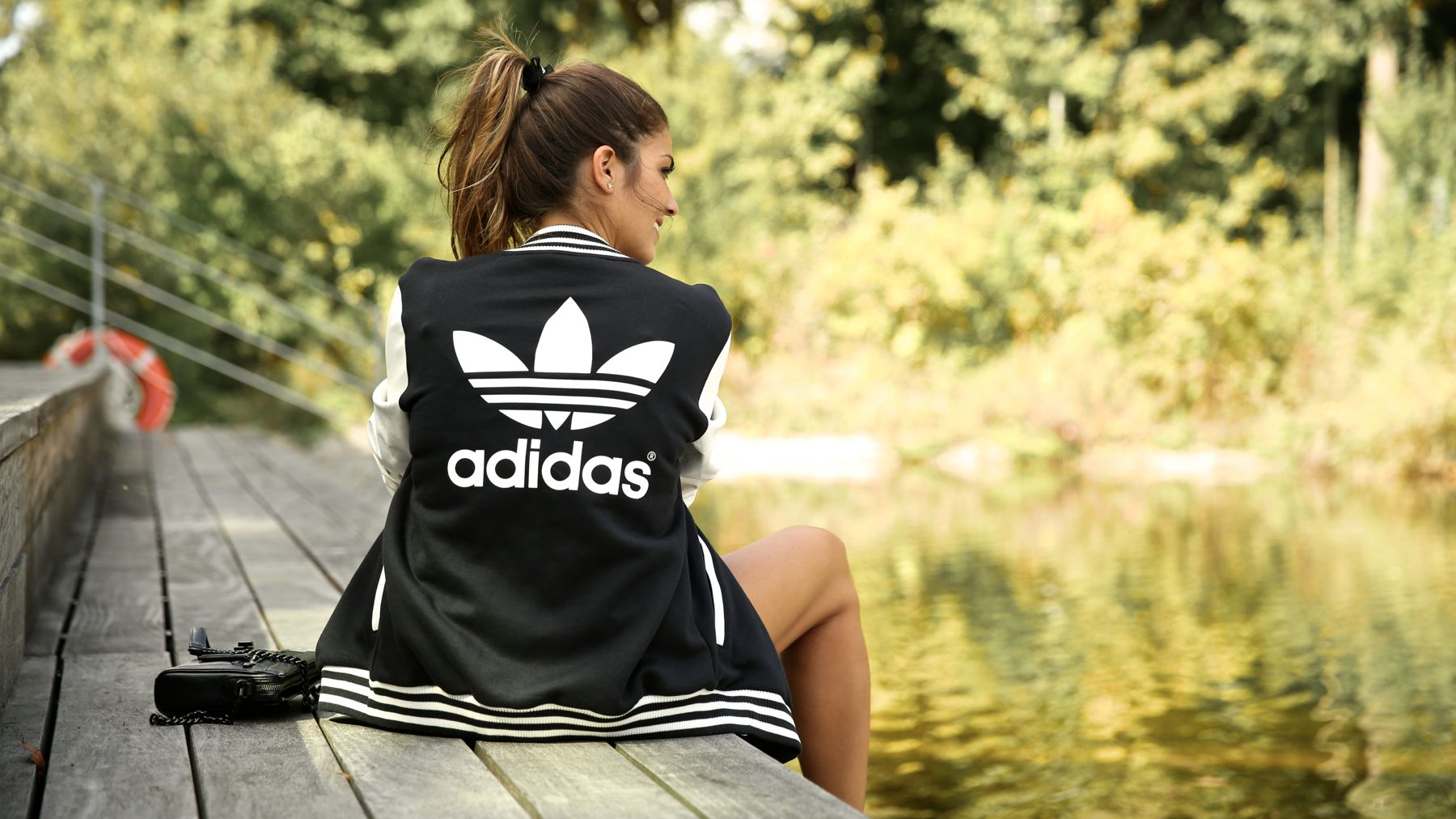 trendy_taste-look-outfit-street_style-ootd-blog-blogger-fashion_spain-moda_españa-stan_smith-adidas-herzo-sport_chic-baseball-chaqueta-shorts-11
