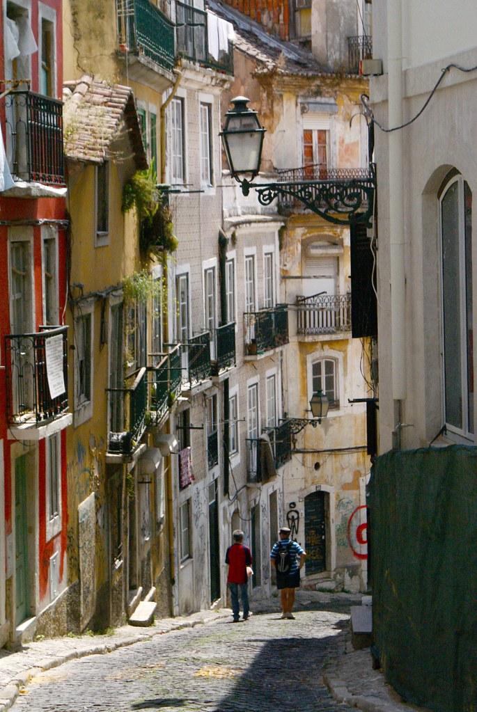 Un presqu'escalier à Lisbonne, bon ok c'est juste une rue en pente...