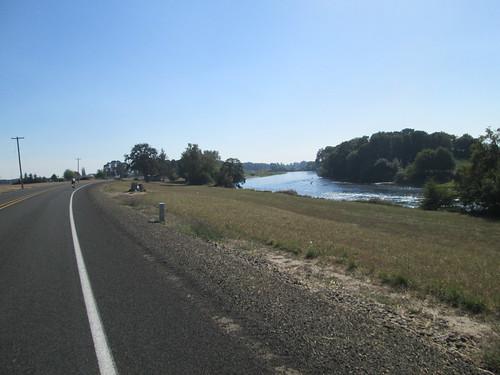 Willamette River alongside Peoria Rd