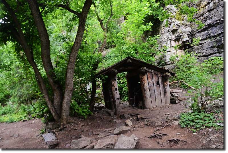 A log shelter on the midway of the trail 2