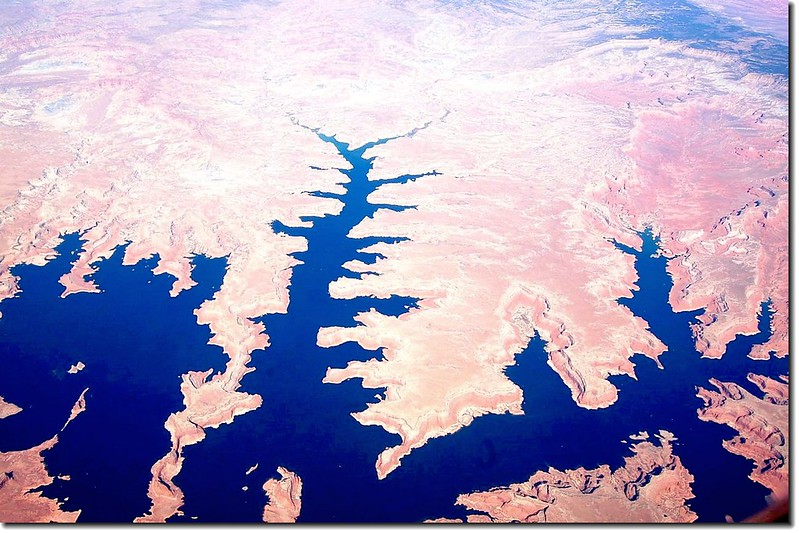 Lake Powell(AZ) from the air 4