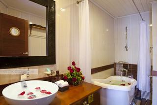 Bathroom - Pelican Cruise
