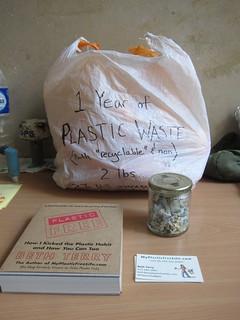Beth Terry一年生活的塑膠垃圾量。攝影:林育朱
