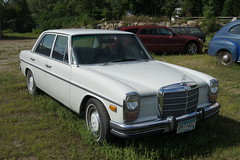 mercedes-benz w112(0.0), mercedes-benz w123(0.0), compact car(0.0), mercedes-benz 450sel 6.9(0.0), automobile(1.0), automotive exterior(1.0), vehicle(1.0), mercedes-benz w108(1.0), mercedes-benz w114(1.0), mercedes-benz(1.0), mercedes-benz w111(1.0), antique car(1.0), sedan(1.0), classic car(1.0), land vehicle(1.0), luxury vehicle(1.0),