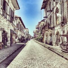 Got tons of snaps lying around. #callecrisologo #oldcity #vigan #ilocossur #Philippines #bangonilocos