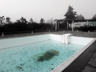 An abandoned hotel pool