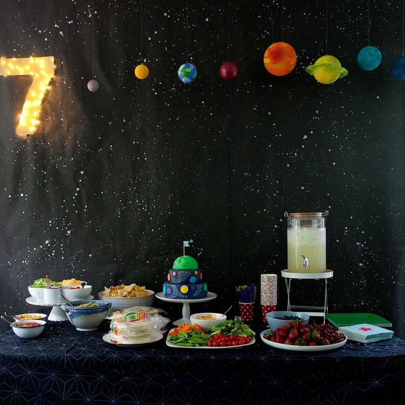 Andrew 39 s outer space birthday party everyday annie for Decorations for outer space party