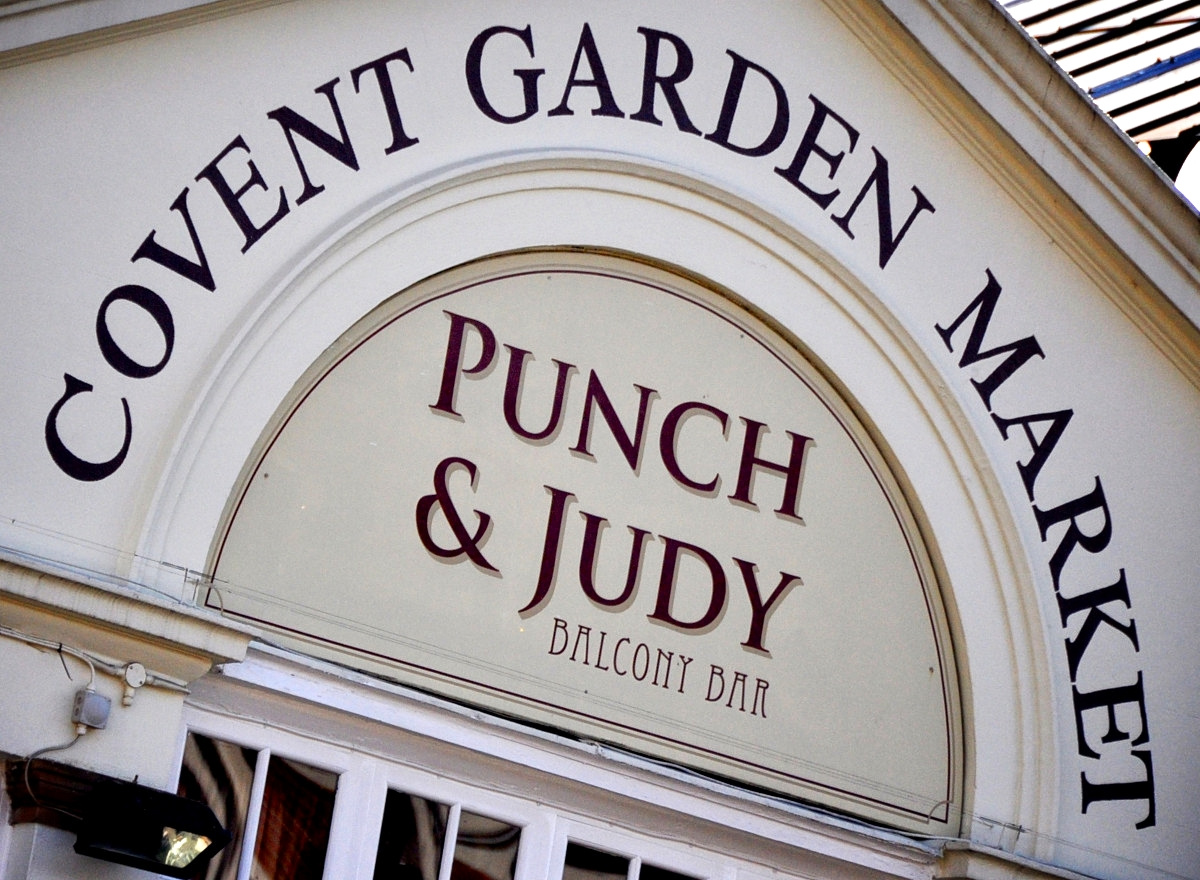 Signage above the Covent Garden Market entrance. Credit Eduard Díaz i Puig