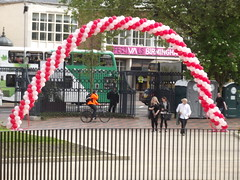 Queen's Baton Relay - Centenary Square - red and white balloons arch