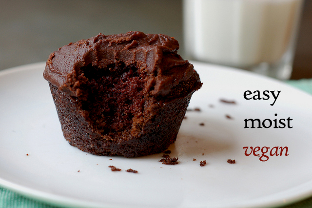 Super easy, super moist, super flavorful vegan chocolate cupcakes by ...