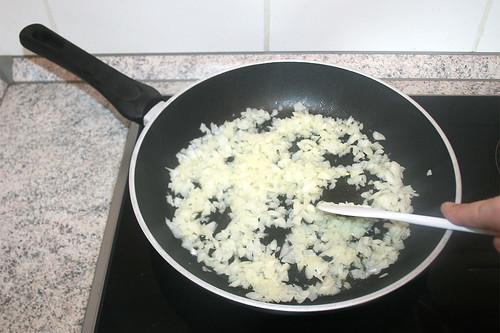 28 - Zwiebel andünsten / Braise onion lightly