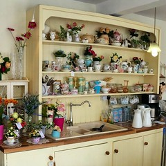 A sink! In a sideboard! With a hutch! Brilliant. @bloomsdayflowers charmed me today.