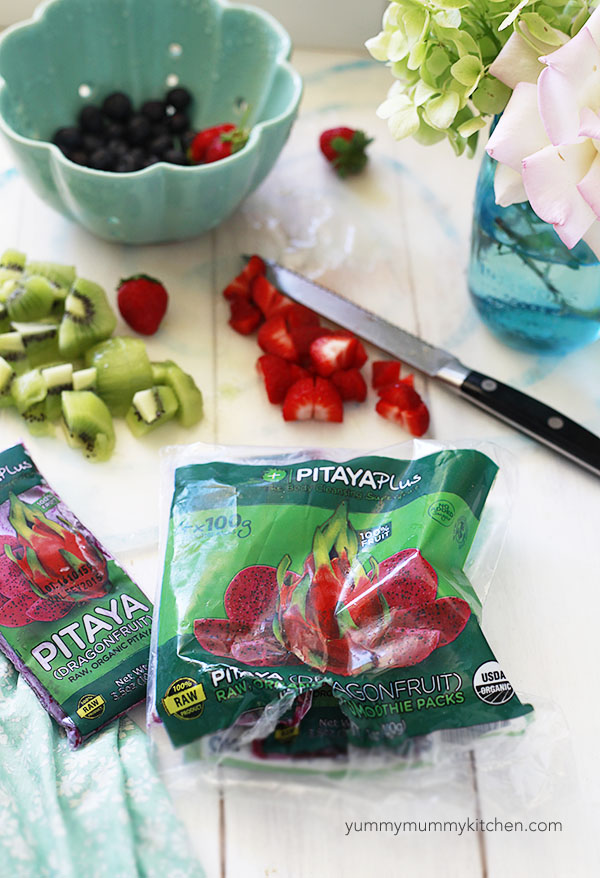 The ingredients for a homemade pitaya smoothie bowl include smoothie packs and fresh fruit.