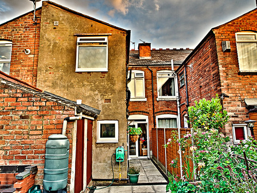 Terraced house definition meaning english picture for Terraced house meaning