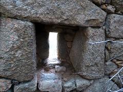 2ème maison de Ghjuncaghjola : fenêtre à meurtrière