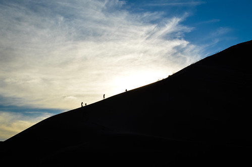 Escalade des dunes au coucher du soleil