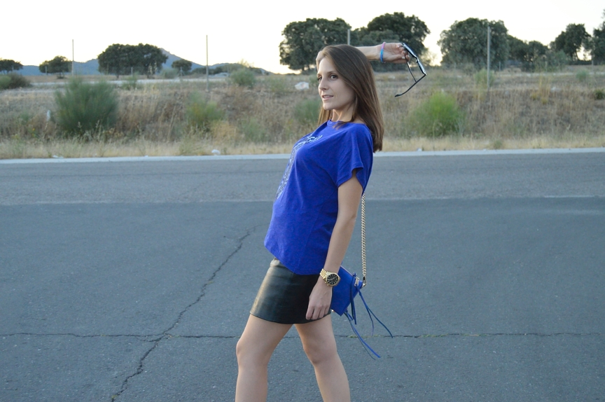 lara-vazquez-mad-lula-fashion-walk-blue