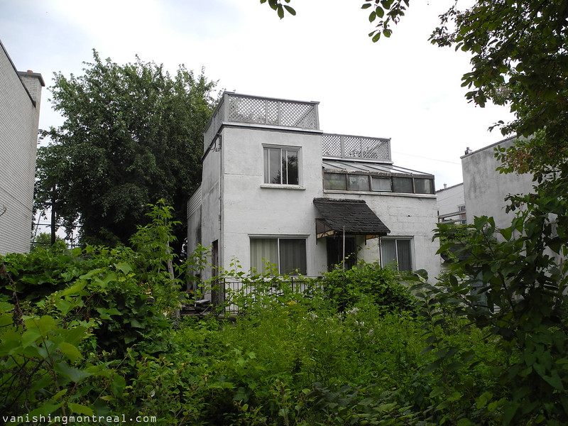Abandoned house/greenhouse on Angers 1