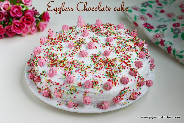 Eggless-chocolate-cake-whipping cream-icing