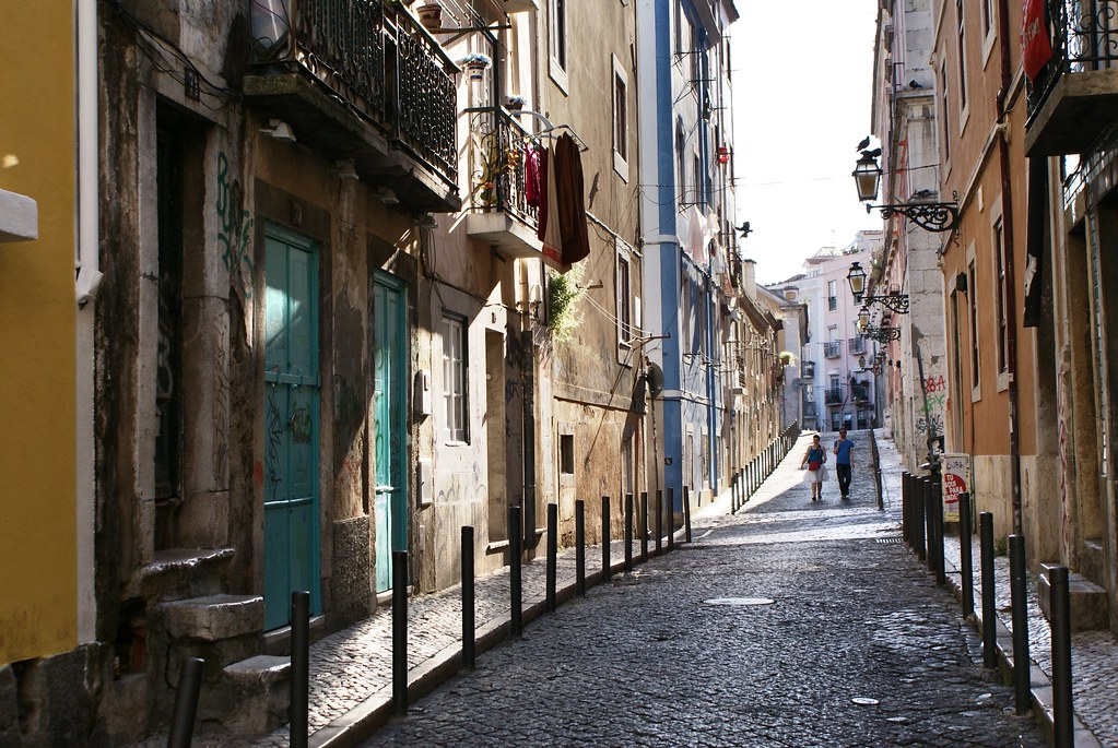 Dans une rue du quartier de Bairro Alto à Lisbonne.