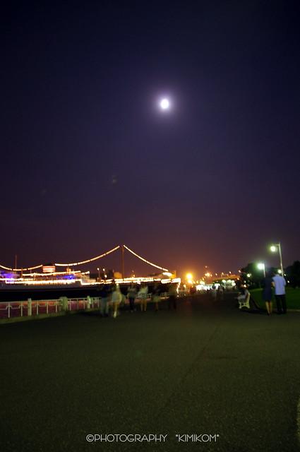 氷川丸と月