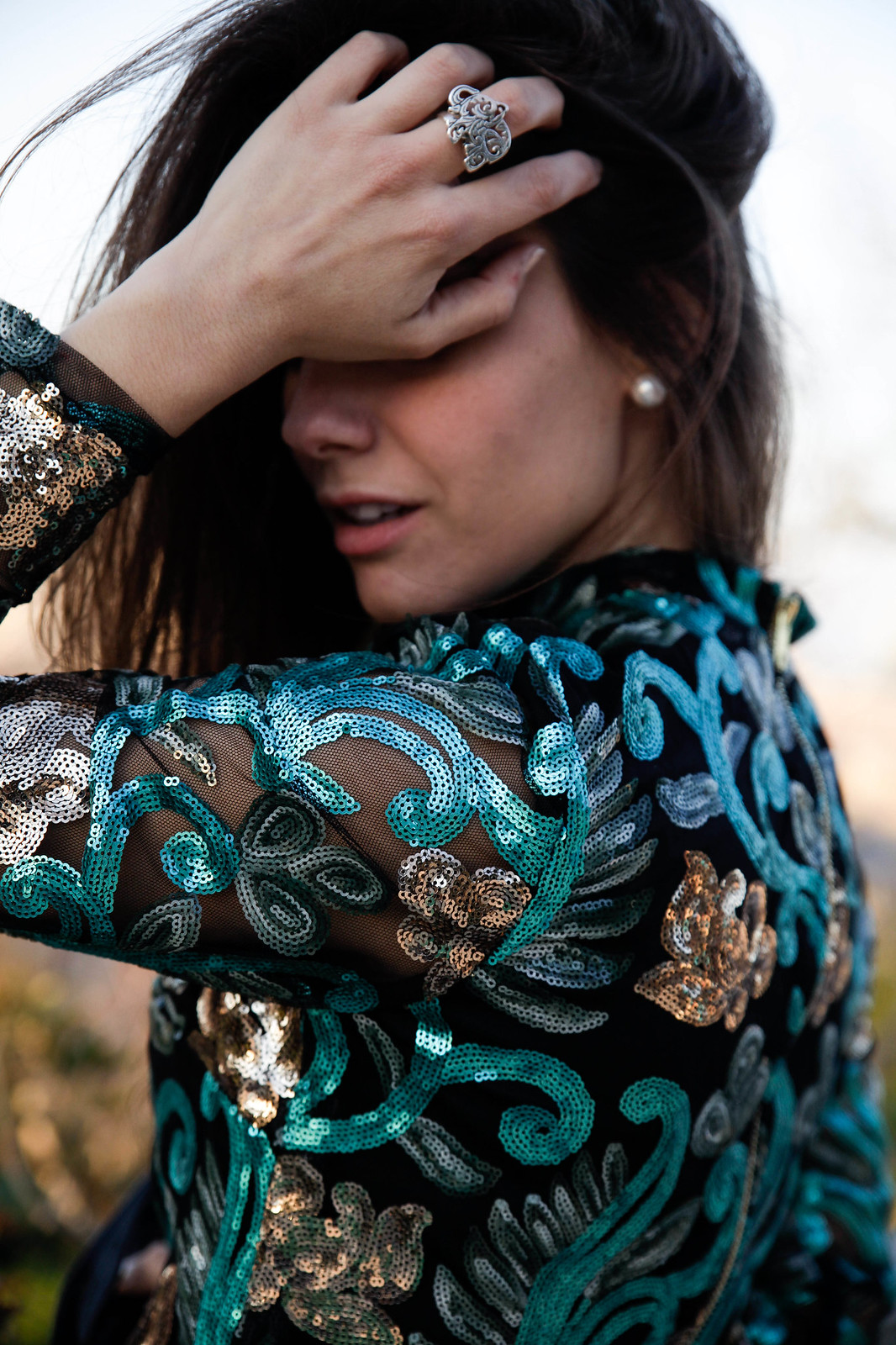 04_Green_sequins_dress_outfit_the_guest_girl_theguestgirl_laura_santolaria_fashion_blogger_danity_paris_influencer_barcelona