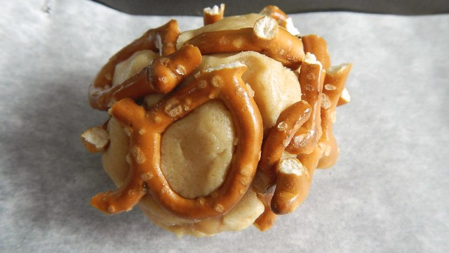 Peanut Butter Pretzel Cookies 10