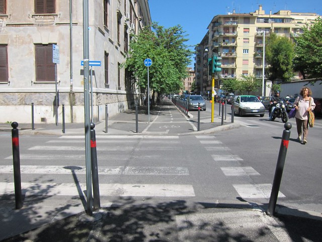 Protected two way bike lane, Testaccio