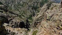 Le ravin de descente sur la bergerie de Colga (photo Olivier Hespel)
