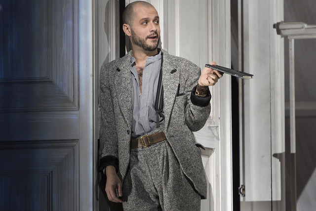 Alex Esposito as Leporello in Don Giovanni © ROH / Bill Cooper 2014