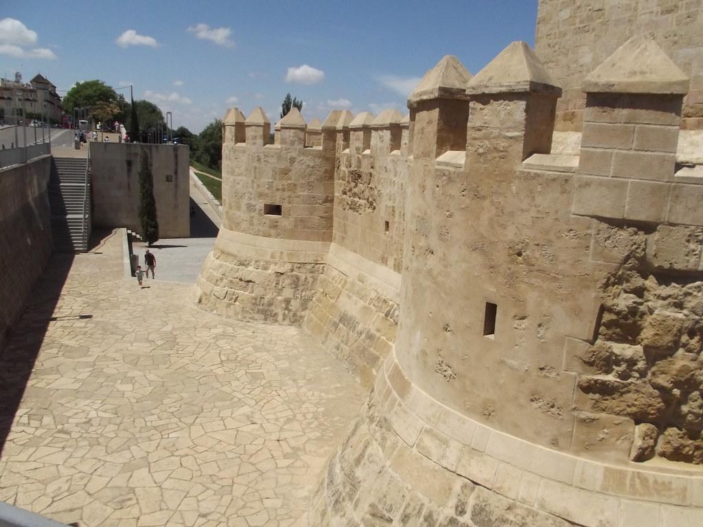 Roman Bridge - Calle Bajada del Puente, Cordoba - Calahorra Tower - Museo Vivo de Al-Andalus