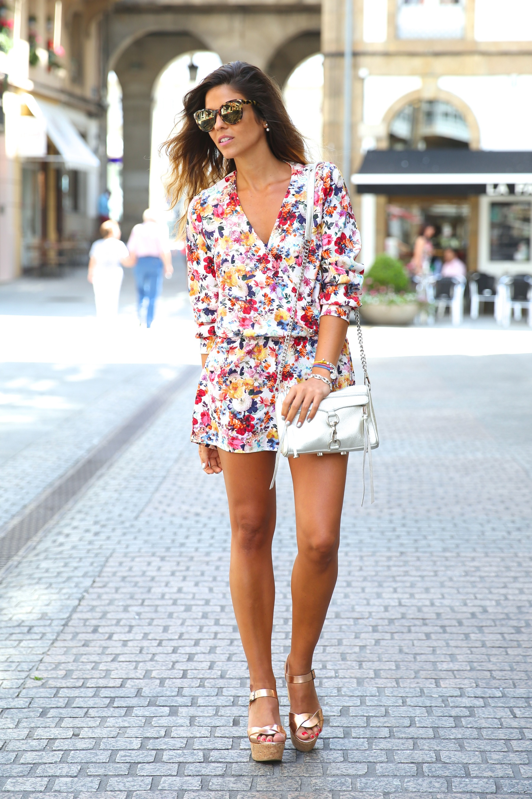 trendy_taste-look-outfit-street_style-ootd-blog-blogger-fashion_spain-moda_españa-mono-flores-flower_print-verano-summer-overall-la_coruña-9