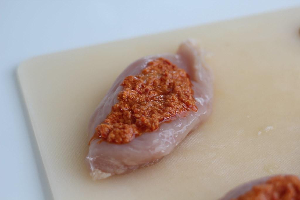 Opskrift på hjemmelavet Kylling med pesto og parmaskinke