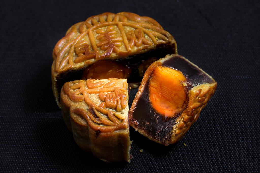 Mei Xin Mooncake: White Lotus Seed Paste Mooncake