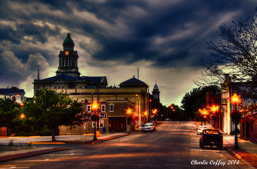 mainstreet iowa courthouse nightview decorah winneshiekcounty topazlabs topazclarity topazrestyle