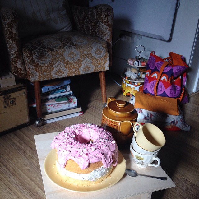 @isisstpierre made a delicious donut shaped cake for our crafternoon