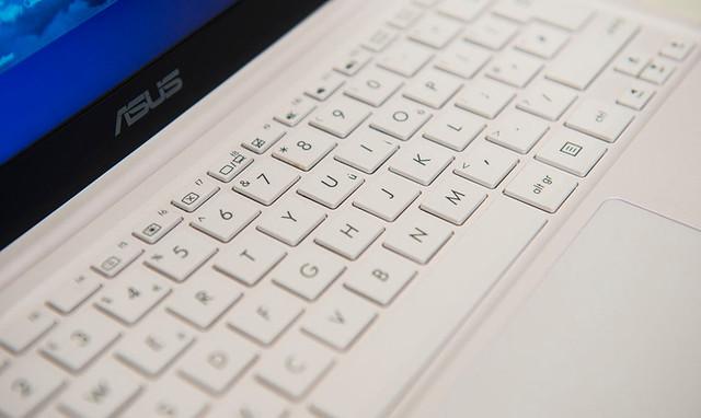 EeeBook X205: sự quay lại của dòng laptop thời trang nhỏ gọn - 33913