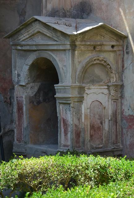 Lararium, Pompeii