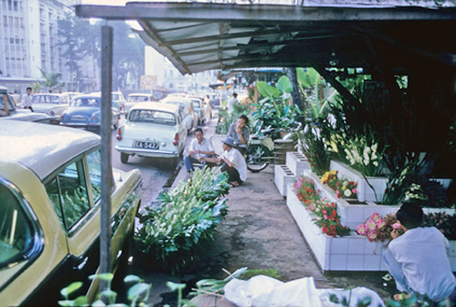 Saigon 1966 - Flower kiosks - Nguyen Hue Blvd