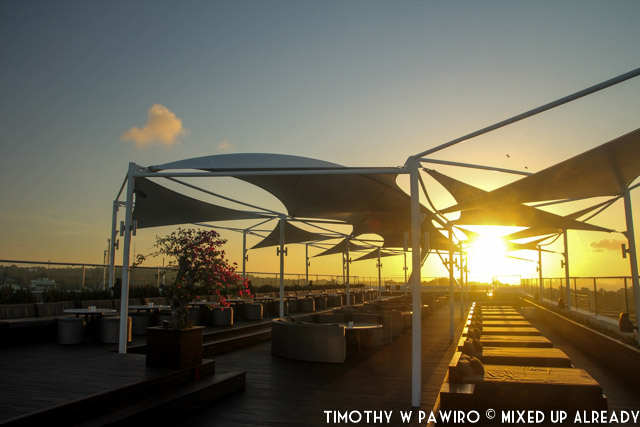 Indonesia - Bali - Harris Hotel Bukit Jimbaran - The Jim'bar'N rooftop bar (01)