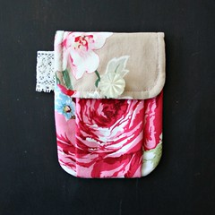 rosy pleated pouch